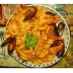 Феттучини Катамаран с морепродуктами и томатным соусом