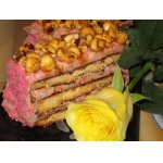 Торт землянично-кокосовый с глазированными орешками