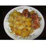 Куриные бедрышки с картофелем и ананасами в рукаве
