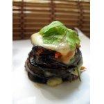 Баклажановые башенки с овощами под сырной шапочкой