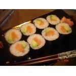Суши-роллы с семгой и авокадо