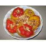 Разноцветные фаршированные перцы с орехами