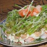 Салат с печенью трески и креветками