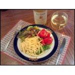 Макароны с грудинкой, овощами и белым вином