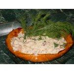 Печеная тыква с креветками и сливочным соусом