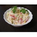 Салат овощной с рисом и крабовыми палочками