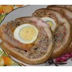 Рулет с рубленным мясом, грибами и сыром