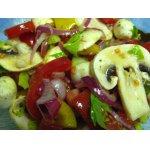 Овощной салат с шампиньонами и моцареллой
