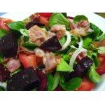 Полевой салат с беконом и свеклой