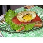 Тост с семгой и запеченным яйцом