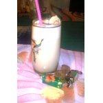 Холодный кофе с мороженым и карамелью
