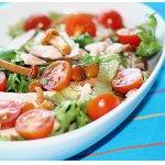 Теплый салат из копченой курицы с маринованными опятами