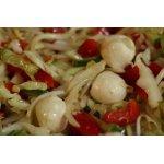 Салат с ростками пшеницы и моцареллой