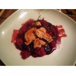 Куриное филе под ягодным соусом
