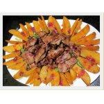 Тeплый салат с куриной печенью и брусничным соусом