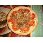 Пицца с сырным кремом и томатами