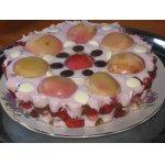 Торт-десерт с персиками и земляникой