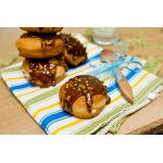 Пончики «Суфганийот» с ванильной начинкой в карамельно-арахисовой глазури
