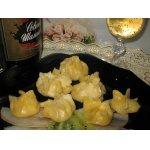 Сырные мешочки с ананасами в шампанском