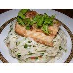 Рыба в имбирно-соевом соусе с лапшой