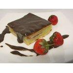 Пирог творожный  с фруктами и шоколадным муссом