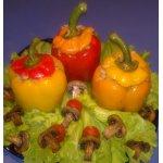 Перец, фаршированный рисом, помидорами и грибами