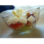 Салат с семгой, клубникой, авокадо