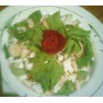 Салат из цветной капусты с яблоком, сельдереем и дайконом