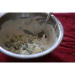 Соус из сыра с плесенью для свекольного салата