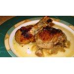 Тушеная курица с большим количеством лука