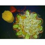 Салат из авокадо с кальмарами и маринованным перцем