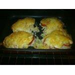 Отбивная из куриного филе с помидорами и сыром