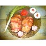 Куриные кармашки с грибами в беконе
