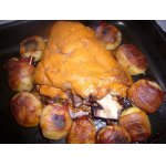 Свиная рулька с картофелем, запеченные