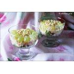 Салат с креветками, виноградом и кедровыми орешками