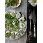 Закуска из сельдерея с творожно-сырной начинкой