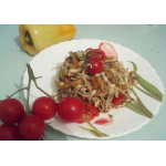 Салат из проростков маша и помидоров черри