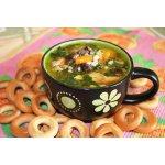 Густой суп с сельдереем, шпинатом и грибами