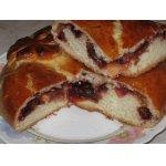 Сдобный пирог со сливами