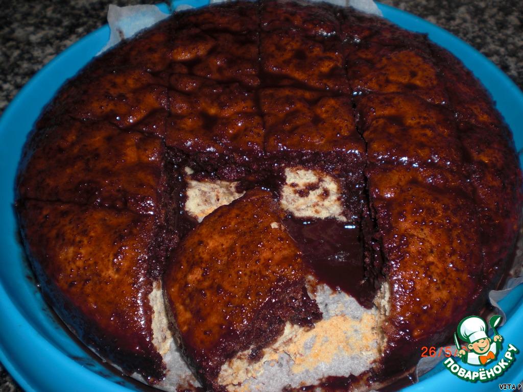 Ореховый бисквит с шоколадным сиропом