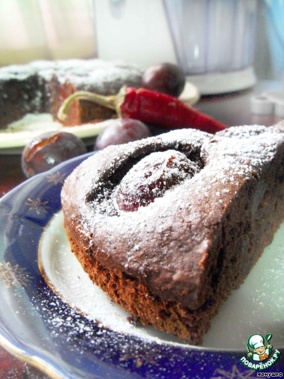 Острый шоколадный пирог со сливами