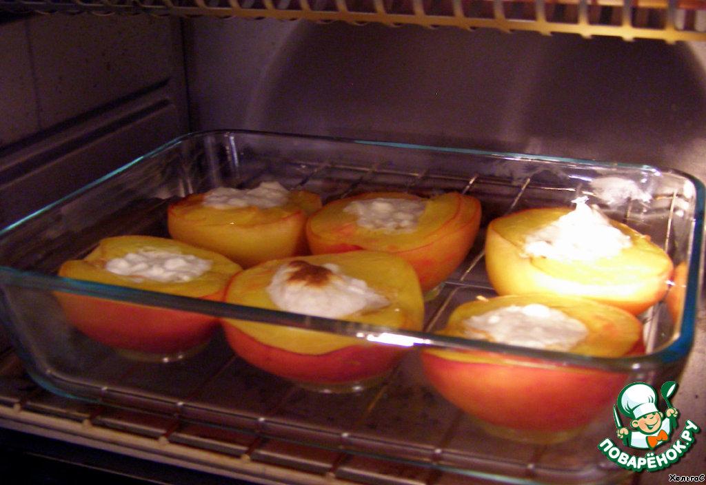 Запеченные персики с йогуртом или мороженым