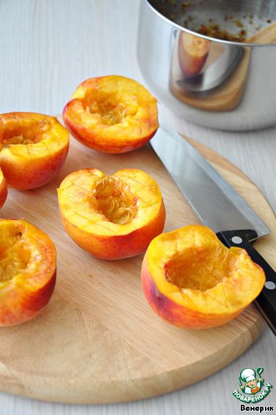 Персики, начиненные финиками и орехами