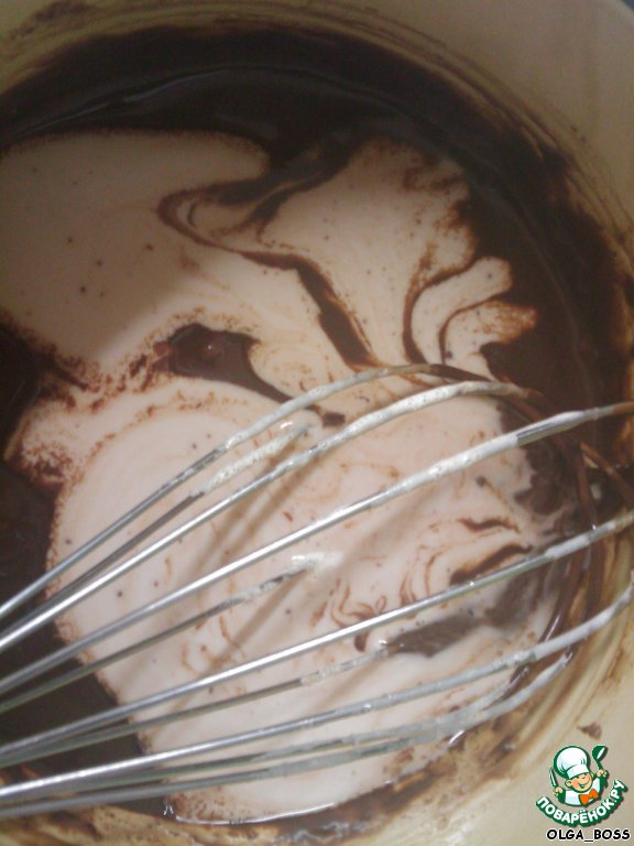Шоколадное мороженое с вишней и безе