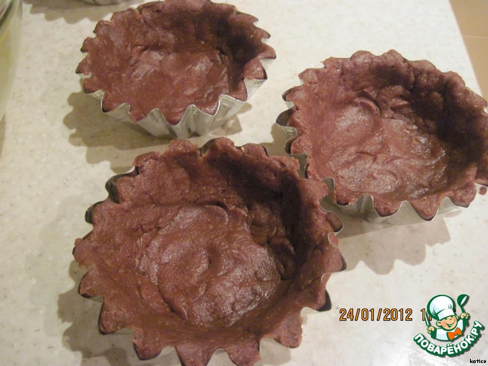 Шоколадные корзинки с творогом, вареньем и сухофруктами