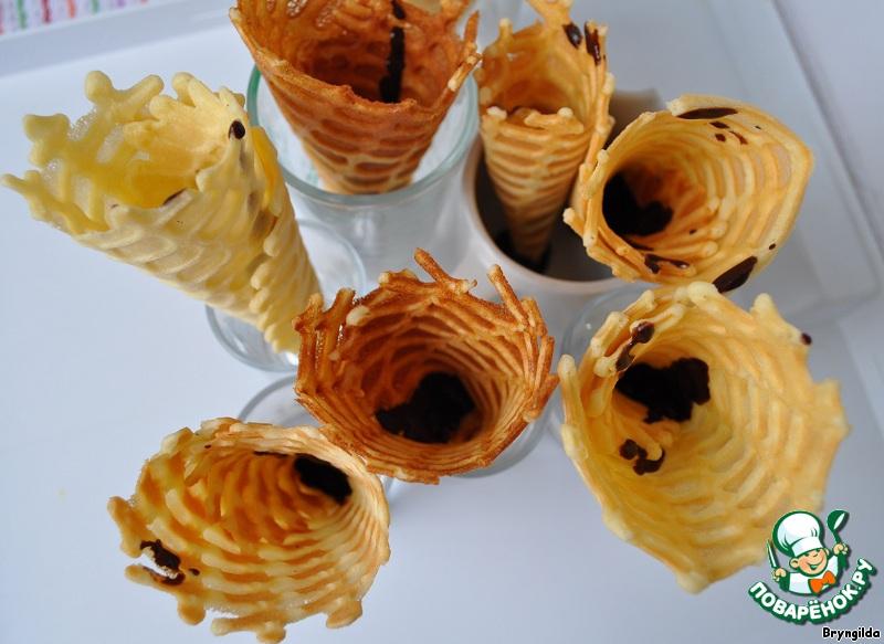 Мороженое апельсиновое в вафельном рожке