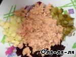 Слоеный салат с консервированной горбушей – кулинарный рецепт