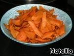 Обжариваем морковь на сливочном масле.