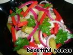 Девочки, угощайтесь на здоровье, салат остренький, а за счёт сладкого перца и лука - сочный, хрустящий, вкусный!
