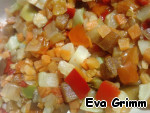 Готовим маринад для овощей:   Уксус яблочный для маринада овощей + Соевый соус   Размораживаем овощи и заливаем их маринадом в емкости, в которой будем запекать рыбку